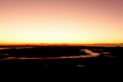 翌週再訪!<br />6時頃、日の出まであと20分程<br />空が良い色に染まってきてます。<br />ん〜今日の期待できるかも…