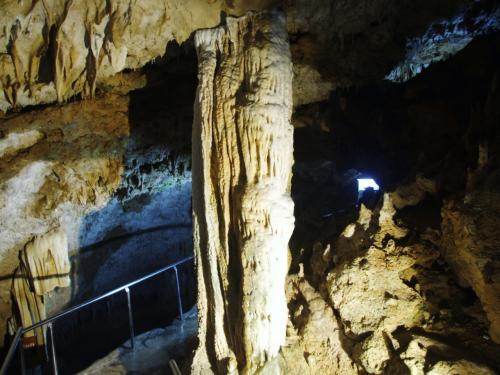 日本最南端・石垣島最大の鍾乳洞<br />20万年の時をかけて造られた鍾乳石群、見学所要時間30分です。