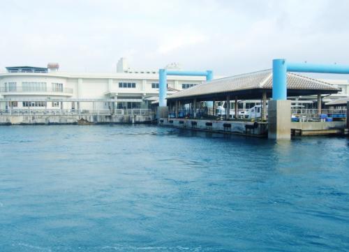 石垣港を離れます。