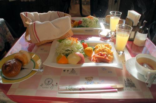 前夜祭から一夜明けて、ペンションの朝食をいただく。とてもおいしかった。