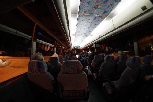 初日のオーロラ鑑賞は、フェアバンクス近郊のスキーランド。<br />この日は、クラブツーリズム貸切とのこと。<br />バスで移動します。<br />