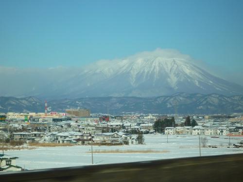 12月28日<br /><br />盛岡近くまでやってきました 遠く岩手山。