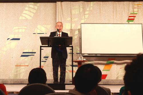 有名な講師による講演会。筑波大学名誉教授、遺伝子の研究の第一人者で、日本テレビで「世界一受けたい教授」に出演している、村上和雄先生による講演「笑う門には遺伝子オン」を聞いた、面白おかしく知的な笑いをさそう楽しいお話でた。