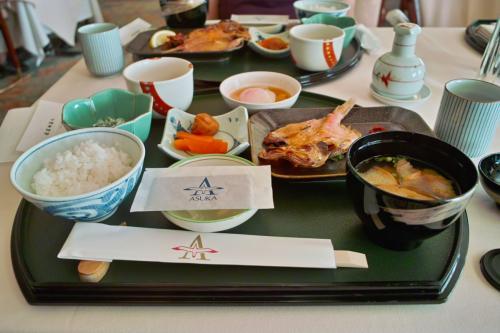 飛鳥?のメインダイニングの朝食毎朝変わったメニューで飽きることがありません。和食がダメな場合は11デッキの洋食を食べます。