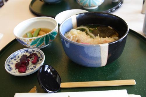 飛鳥?昼食、うどんや、蕎麦、うな重など毎日おいしくいただけます。