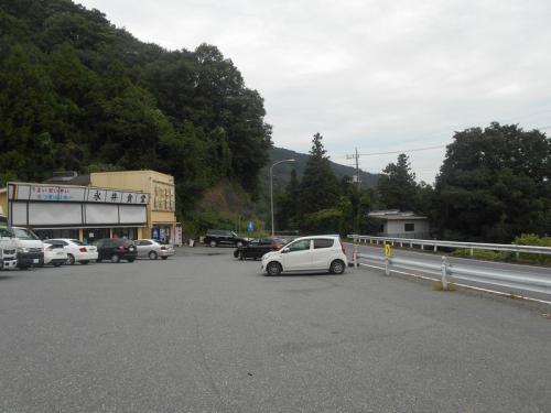 国道沿いにある「永井食堂」に到着です。