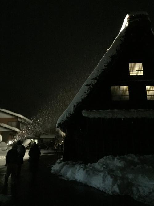 次は一気に飛びますが白川郷へ<br />雪がかなり降ってきて、イメージにあるような雪の白川郷をみることができました