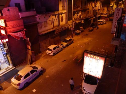 05:45、既に外は白々して人通りがある。