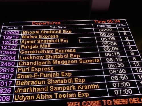 テスヤが乗るBhopal Shatabudiエクスプレスは06:00、1番ホームから出るようだ。