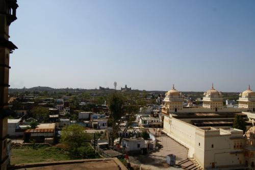 遠くにさっきまでいたラクシュミ寺院が見える。