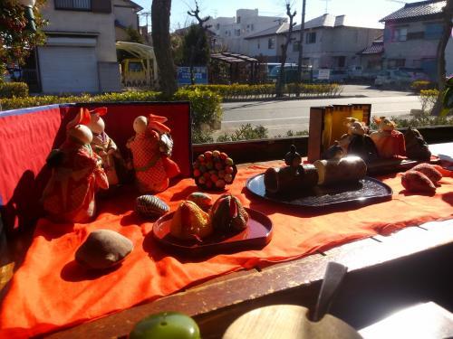 雛祭りが間近で飾ってありました。