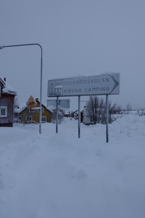 宿泊先となる「RIPAN」HOTEL 入り口の標識<br />雪はパウダースノーで歩くとキュッキュッと音がする。