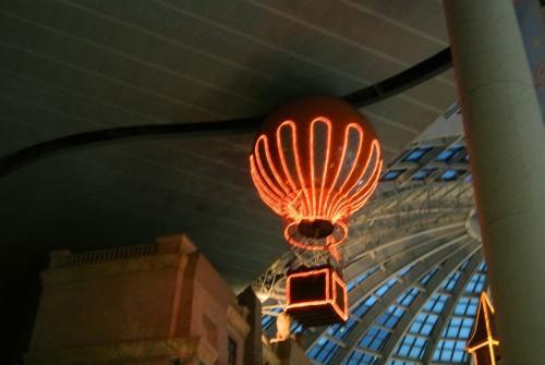 気球に乗って園内を1周するのに乗ろうと思ったら<br />ちょうどお休みの時間にあたってしまいました(涙
