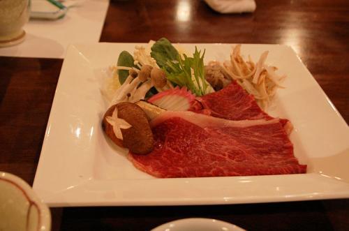 こちらが、和牛すき焼き。小さな鍋で食べる。