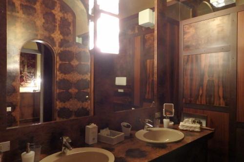 洗面所もトイレも広くて、良かったのですが、ちょっと暗くて電気が消えるとほんの少し不安な感じ。