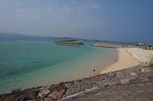 ドラマ「瑠璃の島」で観たとおり 海がすごくキレイ<br /><br />でも 砂浜はゴミだらけ<br /><br />残念(>_<)<br /><br />ゴミはなるべく見ないようにしました<br /><br />
