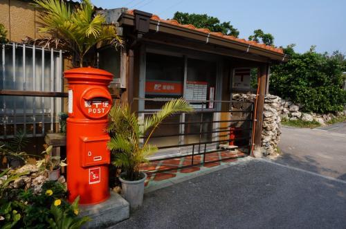 郵便局<br /><br />レトロなポストが島の雰囲気に馴染んでいた