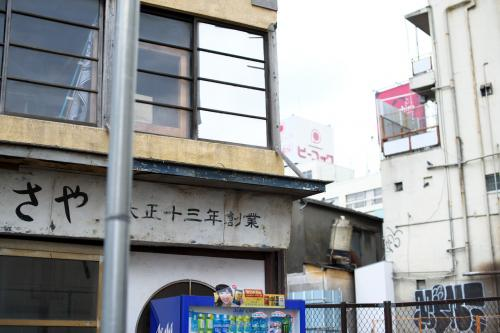 取り残された老舗和菓子店。<br /><br />営業してないようだったけど、どこかに移ったのかな。