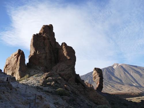 後ろの山がテイデ山。スペイン最高峰。<br /><br />3718メートルというから、富士山より高い。