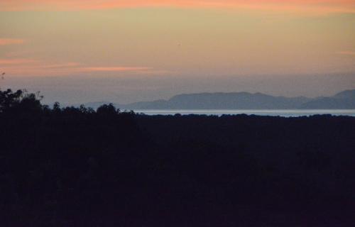はるかに太平洋が見え、夕景はロマンティックだ。