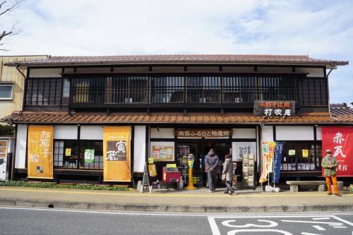その向かいが倉吉ふるさと物産館。