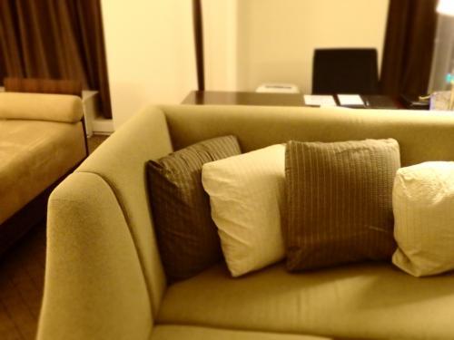 ■□■□■シェラトン都ホテル・大阪<br />□■□■□18階<br />■□■□■プレミアスィート<br /><br />約62平米だって、一人じゃ広いよね〜。