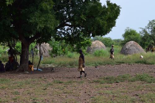 90分かけて到着、ムルシ族の部落。