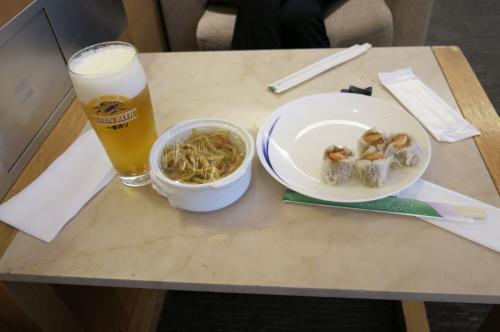 搭乗時刻まで時間があるのでラウンジで軽食