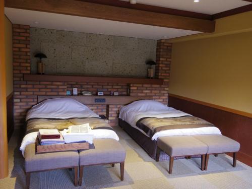 部屋は42?とゆったり。布団ではなくベッドなのもうれしい。ベッドガードあり。