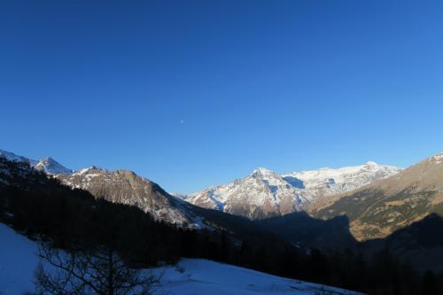 ゴンドラからの景色です。ダン・パラシェの山が見えます。
