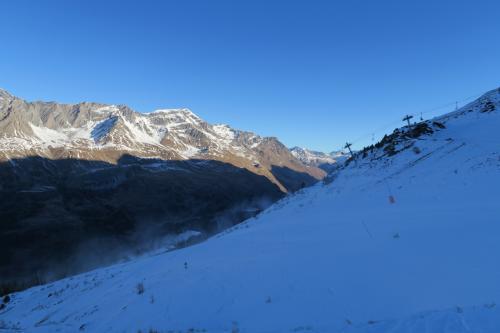中級コース(M.Jacot solert)へ行きたいのですが・・・雪が無く小石が・・・人工降雪の塵が顔にあたる・・・