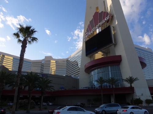 今回の宿は、ストラトスフィア・ホテルです。