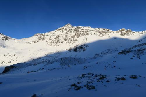 ゲレンデ最高峰のSommet 3,230mが見えます。が雪不足でクローズ。