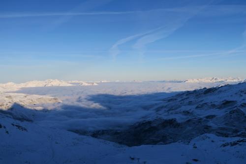 スキー場がデカイので、少々滑っても同じ景色が続きます。