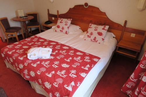 さて、明日に備えて寝よう!<br />おっさん独りにこんなかわいらしいベッドとは・・・