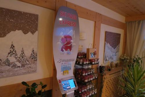 スキー場のリフト券販売端末がありました。<br />朝、並ばなくても良いので楽ですねー!<br /><br />他のリゾートホテルも同じなのかもしれませんね。