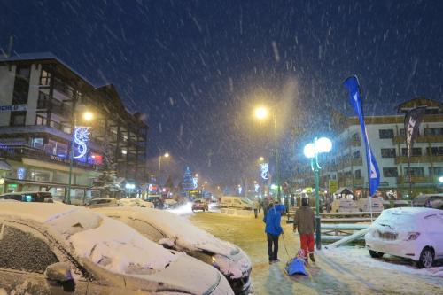 今スキー旅行は、ずっと雪が降っていなかったので期待大です。 2,500m付近で40-50cmほどの降雪となりました。今旅行最大のうれしさ!!