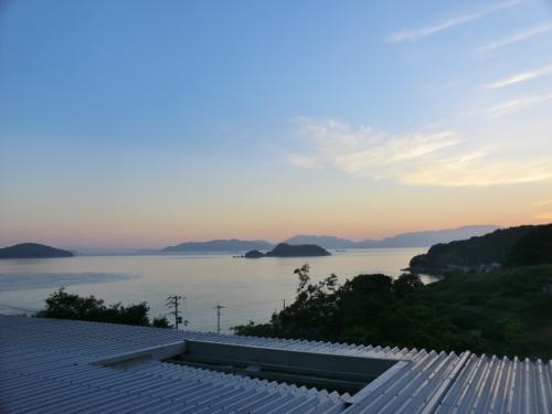 5:10<br />おはようございます。<br />瀬戸内海の朝がやって来ました。<br /><br />今日もいい天気に恵まれそうです。