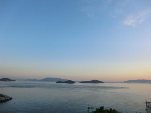 瀬戸内海の眺めが抜群です。<br />正面左の島は‥