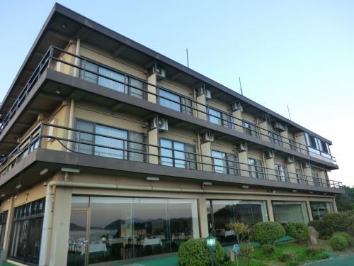 四国最北の温泉‥<br />「あじ温泉.庵治観光ホテル海のやどり」に泊まっています。