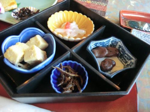 烏賊ソーメン<br />高野豆腐の煮物<br />香川産醤油豆<br />煎り小魚