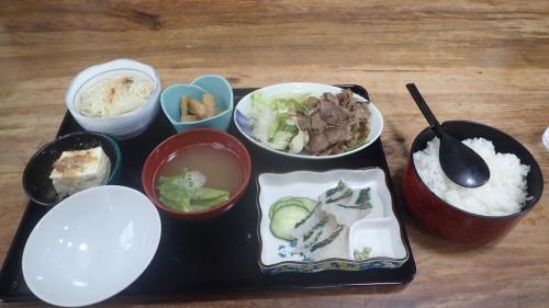 宿の晩御飯、味噌汁がだしがきいていて美味しかった!
