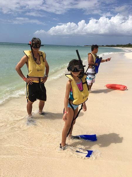 シュノーケルは、ちょっと上級向け。大きなリーフサンゴのポイントまでは、結構な距離を泳がねばならないので、コンディションによっては、ちょっと難しいこともあります。<br /><br />特にこの日は風が強かったので、手前のポイントを回ってくるコースに変更になりました。きれいな海を泳いでいる!という感じで楽しめましたよ。<br /><br />