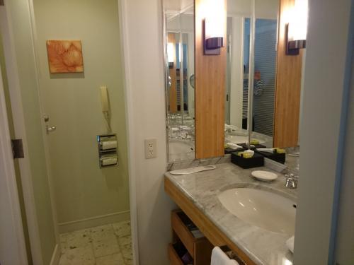 洗面と奥がお手洗い。<br />部屋で少し休んだら、夕ごはんに出掛けます!<br />