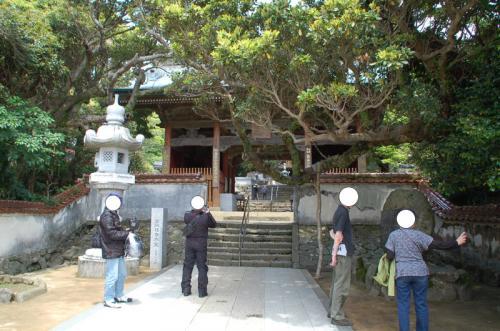 森の中を歩いているうちに、四国八十八か所三十八番札所「金剛福寺」に到着。