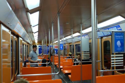 ヘルシンキの地下鉄。<br />お洒落!