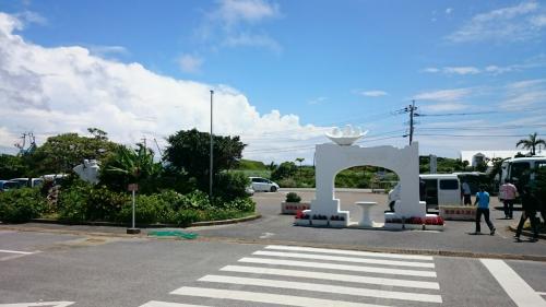 鹿児島最南端の碑。向かいは一面サトウキビ畑です。<br />