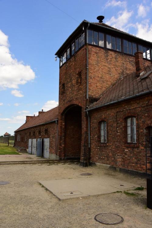 アウシュビッツから2km離れたところにある第2の強制収容所のビルケナウのゲート。