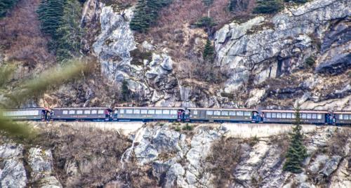 この 山肌に 列車が走っている<br /><br />下を見ると怖いけれど 楽しいな・・・