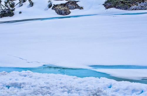 神秘的な 感じ・・・ ブルーアイスが 輝いている<br /><br />見続けていたいです!